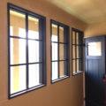 つや消し黒塗りつぶし仕上げの室内窓/okamoku
