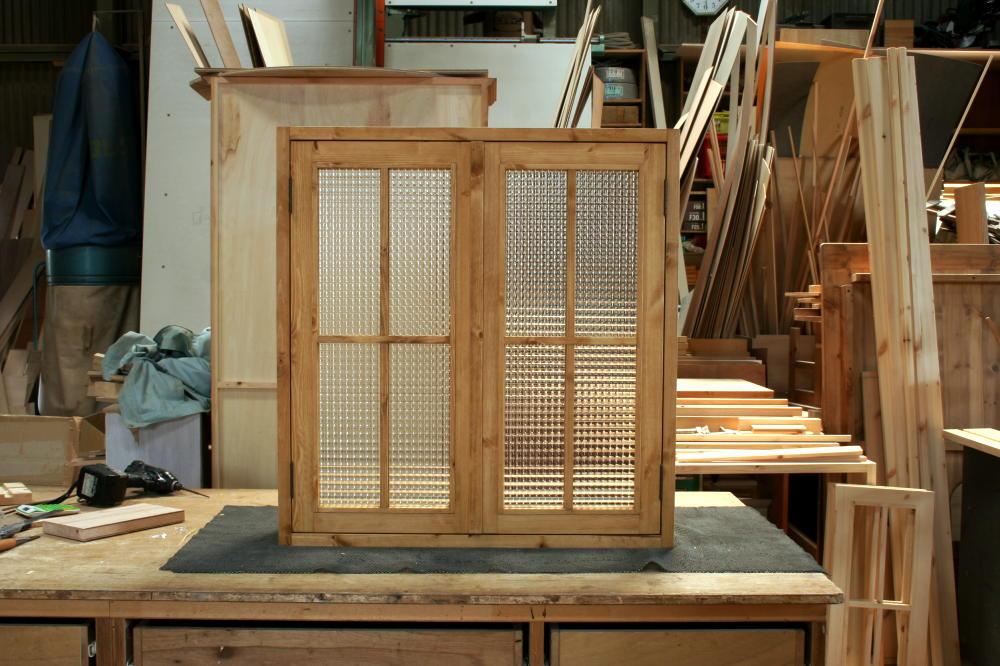 室内窓(チェッカーガラス・観音開き・十字格子・オーダー)/正面外側全閉時