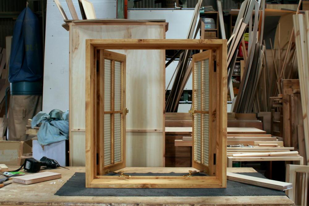 室内窓(チェッカーガラス・観音開き・十字格子・オーダー)/内側正面全開時