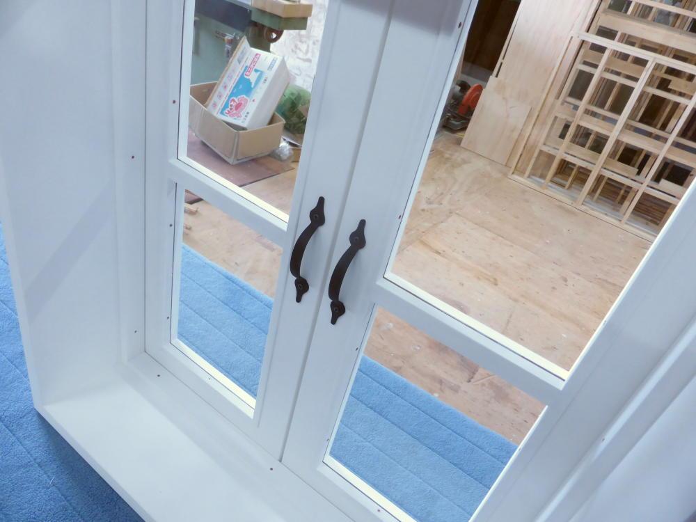 室内窓(観音開き)・一文字格子・内側斜め上から・閉時