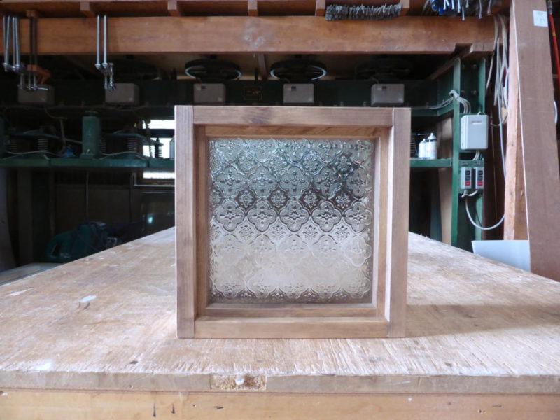 FIX窓・フローラガラス(外側正面)