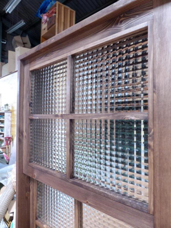 木製の電車窓・チェッカーガラス
