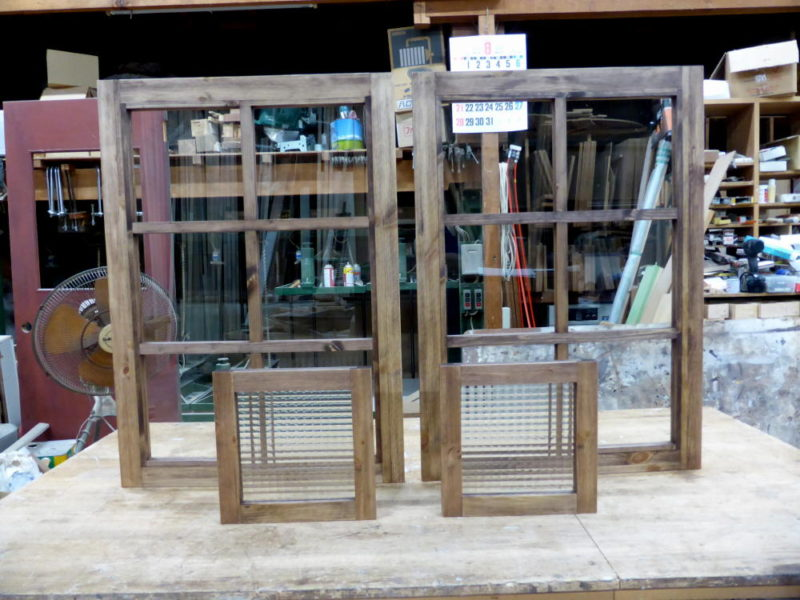 透明ガラスのFIX窓とチェッカーガラスのFIX窓