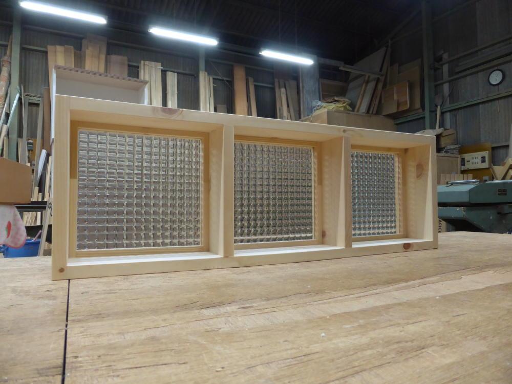チェッカーガラスのFIX窓(斜め内面2)