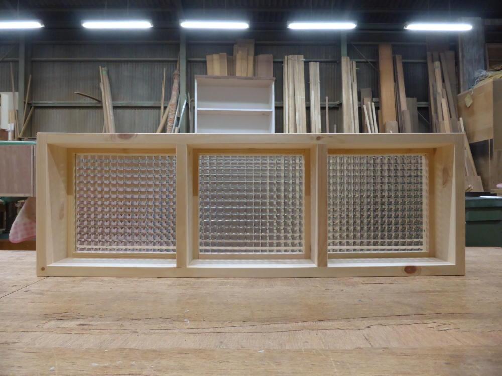 チェッカーガラスのFIX窓(内面正面)