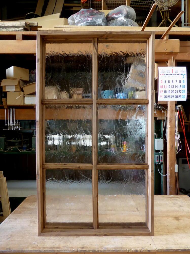 アンティーク調ガラスの大型FIX窓(正面)