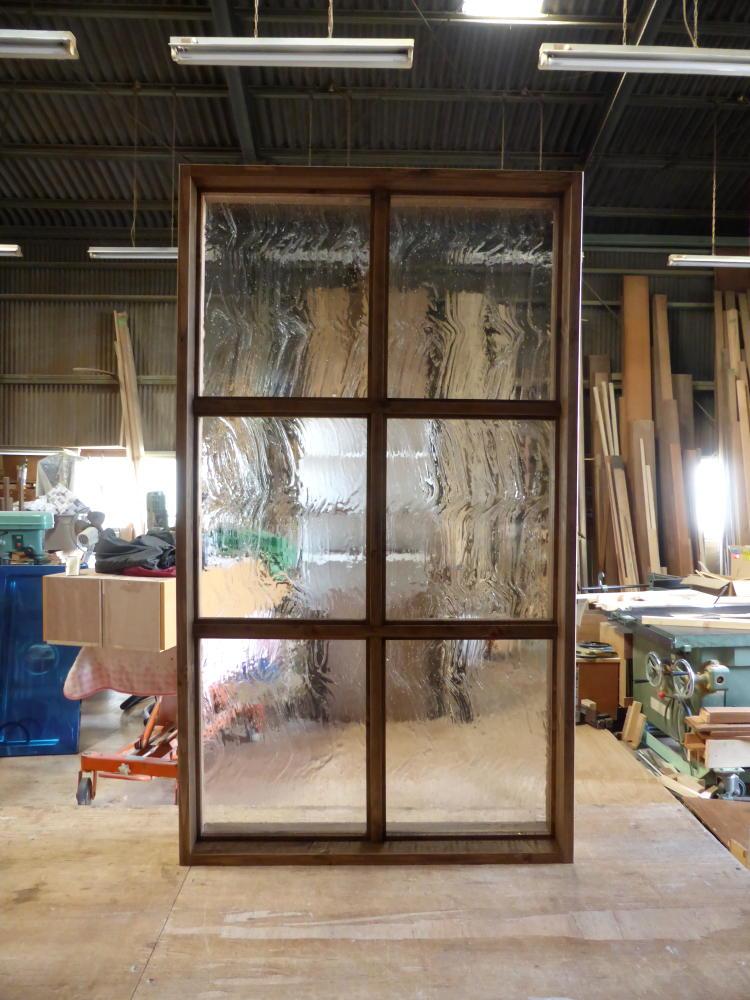 大型の木製FIX窓(正面)