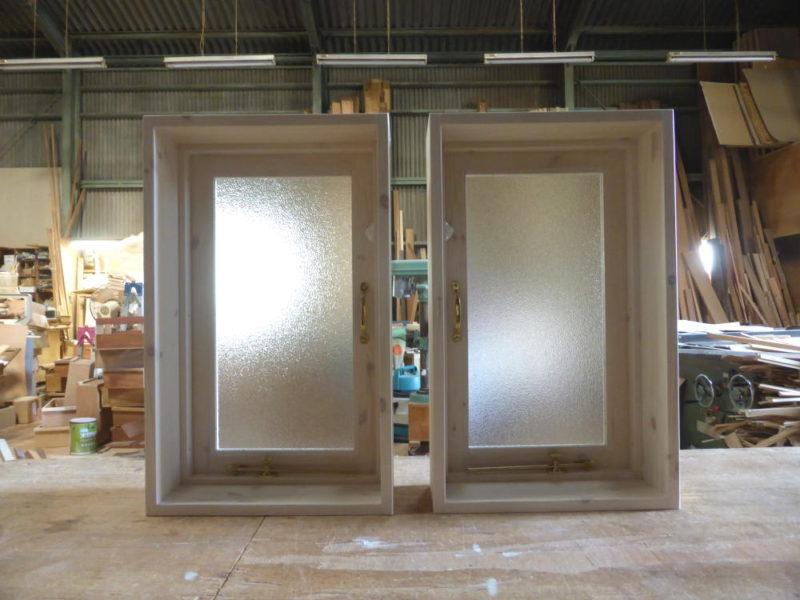白色木目仕上げの片開き室内窓(内側正面)