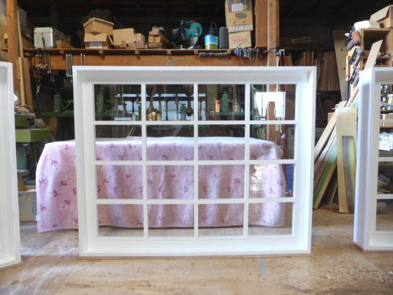 白色塗りつぶし仕上げの室内窓(FIX窓)幅150cm