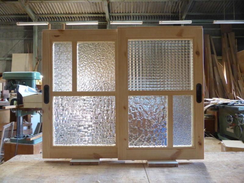 室内窓(引き違い・パッチワークガラス)