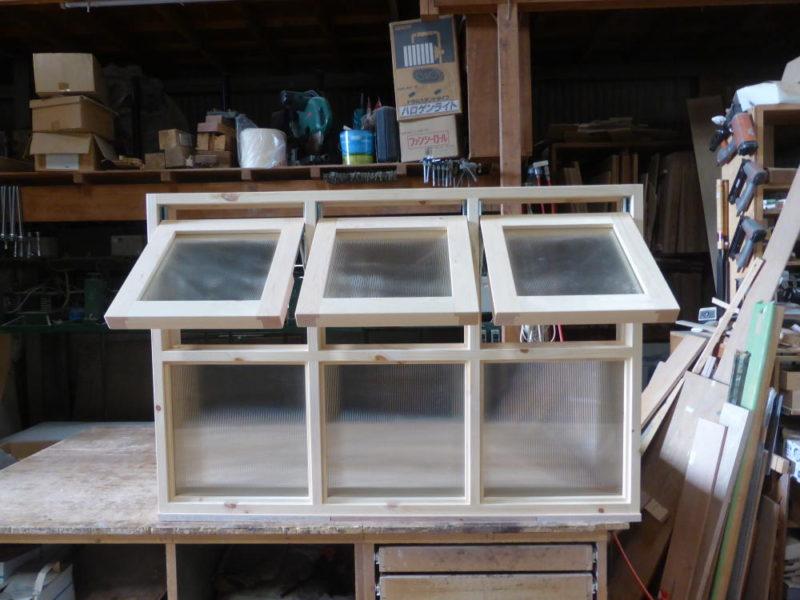 室内窓/上部滑り出し3連、下部FIX3連(外側正面・開時)