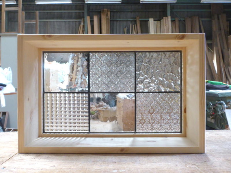 ステンドグラスのFIX室内窓(木製・オーダー)