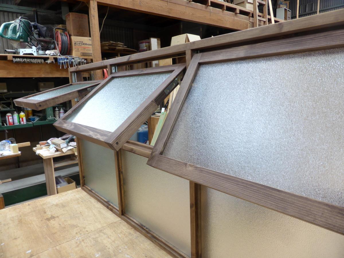 滑り出しとFIXの複合型室内窓/okamoku