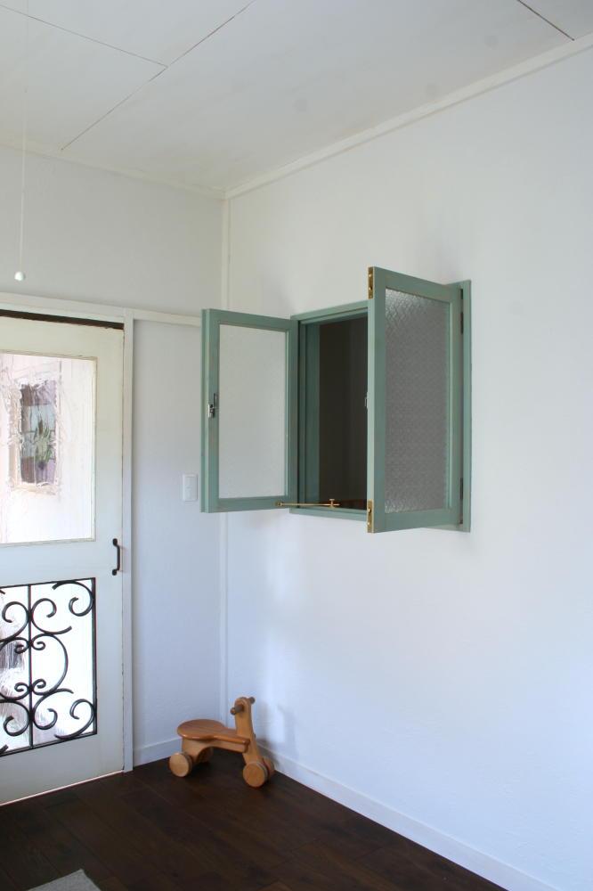 アンティークペイントの室内窓(取り付け後、全開)