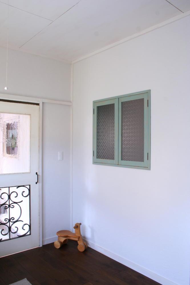 アンティークペイントの室内窓(取り付け後、全閉)