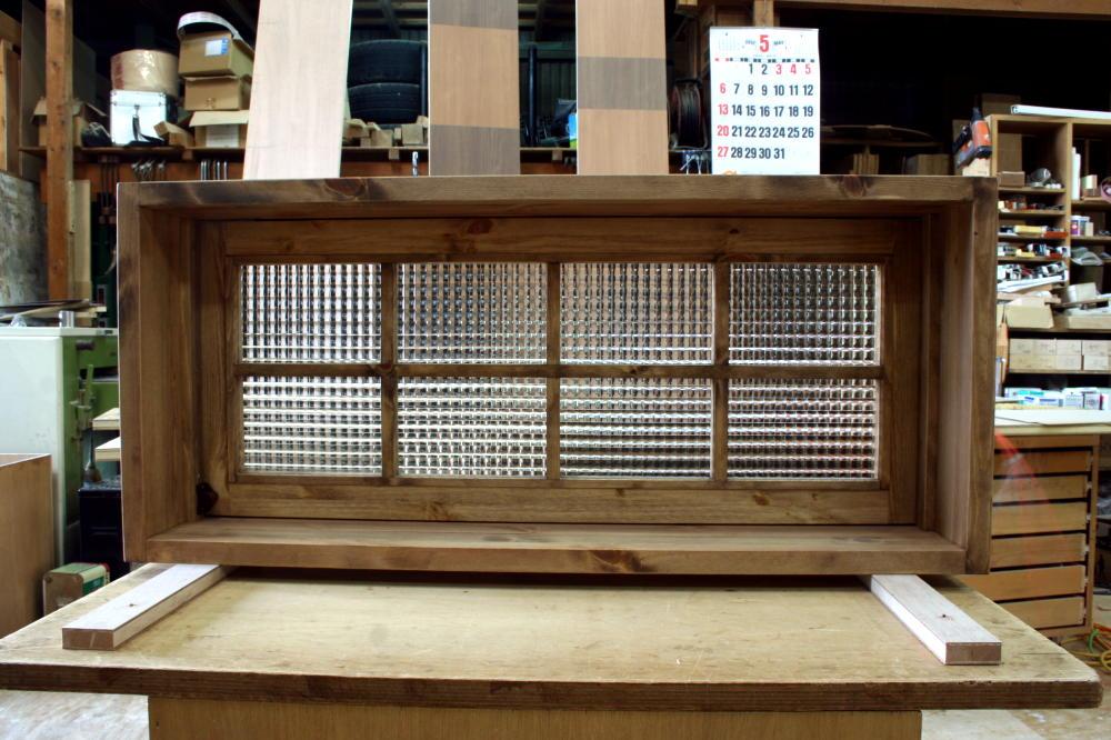 パタパタ窓・チェッカーガラス(内側正面・閉時)