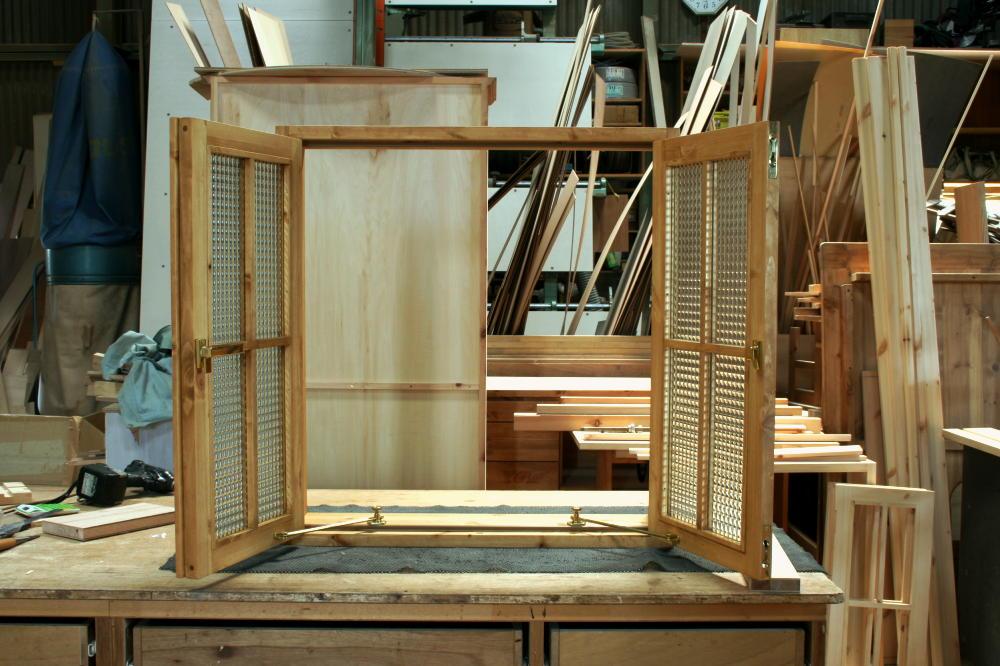 室内窓(チェッカーガラス・観音開き・十字格子・オーダー)/正面外側全開時