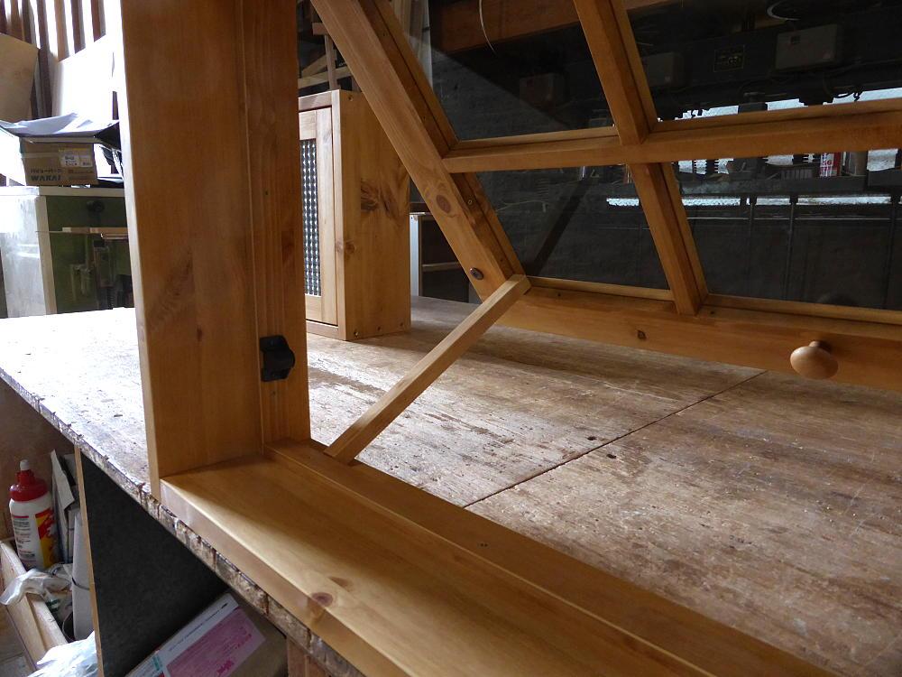 パタパタ窓の突っ張り棒