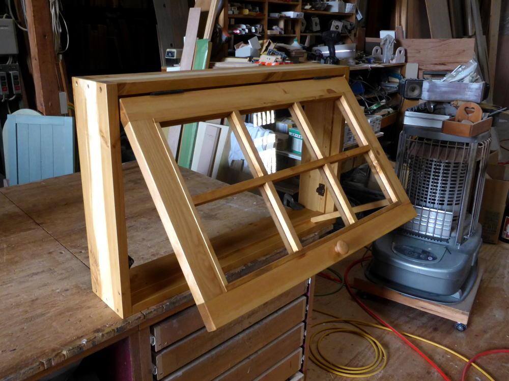 パタパタ窓(外側斜め上から・開時)