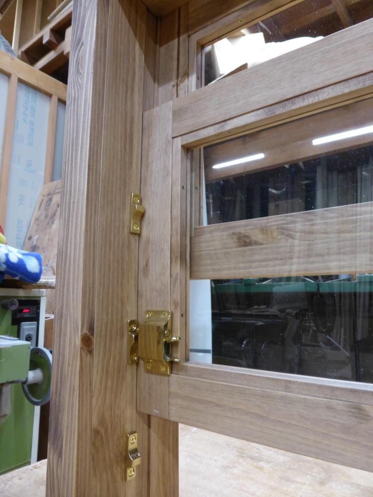 上げ下げ窓(内側半開とカーロック)
