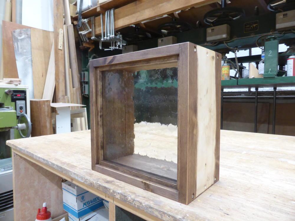 気泡ガラスのFIX窓-30×30(外側斜め)