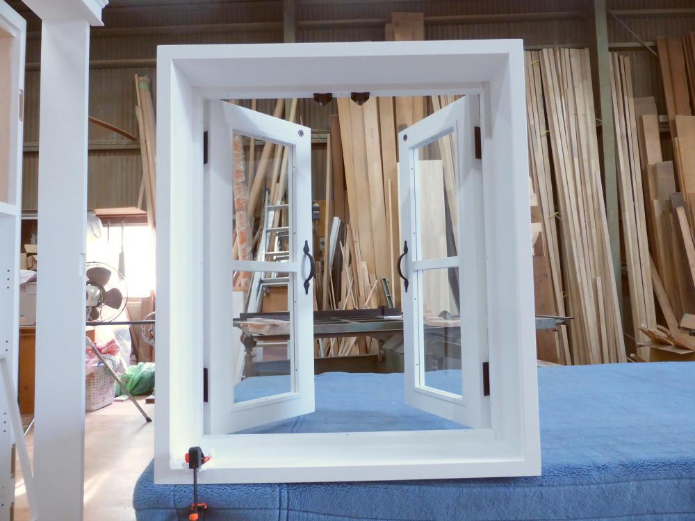 室内窓(観音開き)・一文字格子・内側正面・開時