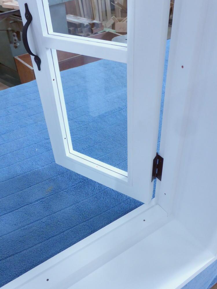 室内窓(観音開き)・丁番とアイアンハンドル・内側開時