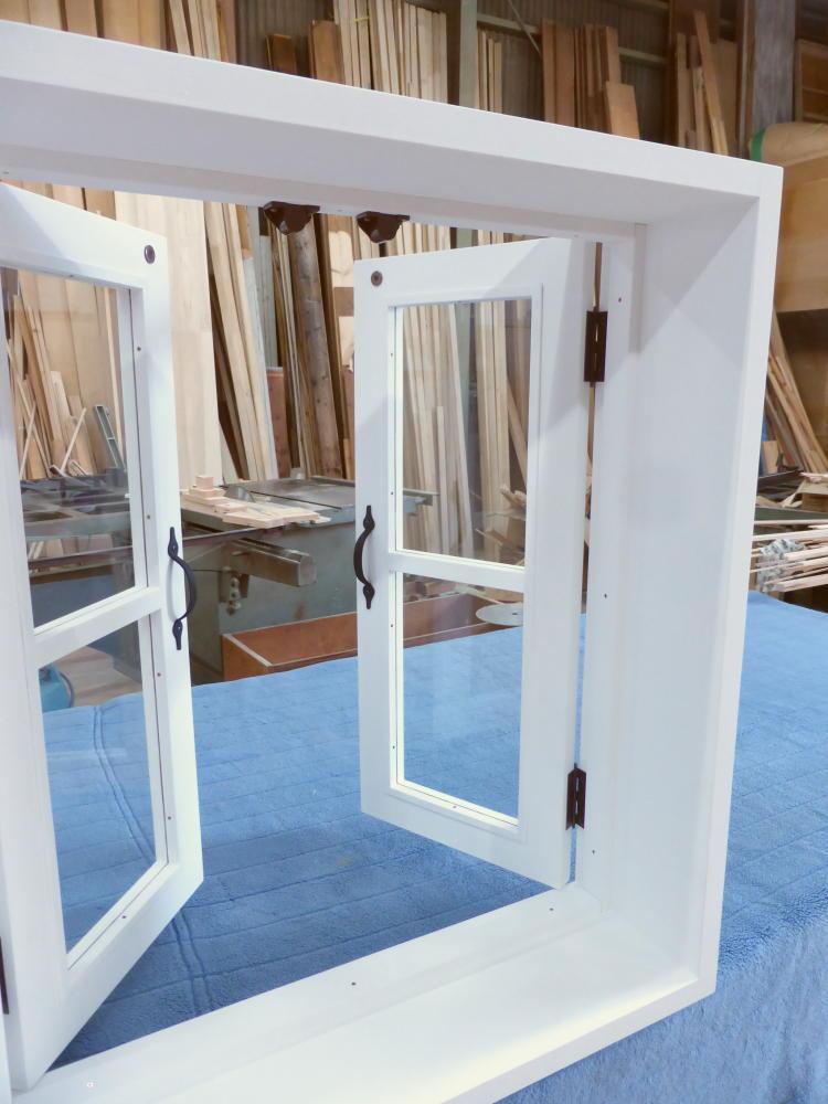 室内窓(観音開き)・内側斜め・開時