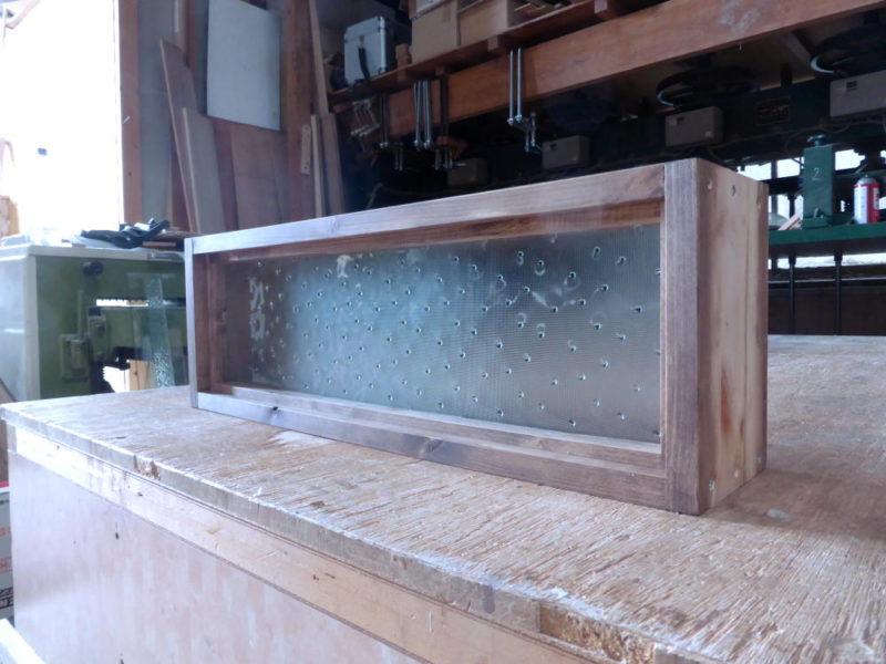 室内窓(FIX窓)/(水玉ガラス・外側斜め正面)