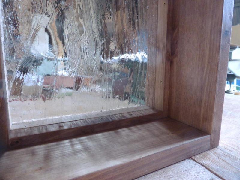 泡入りガラス(斜め内側より)