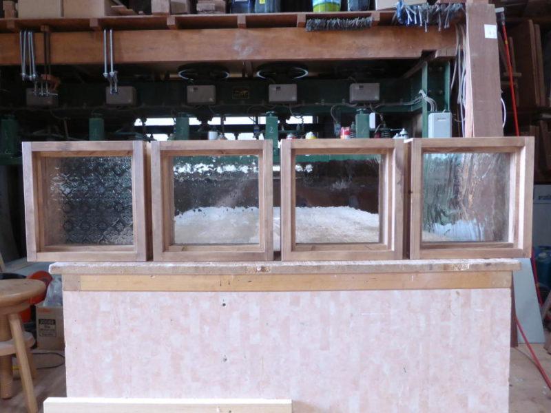 木製室内窓(FIX窓・オーダー)/左から、フローラガラス・気泡ガラス・アーティスタガラス・泡入りガラス(外側正面)