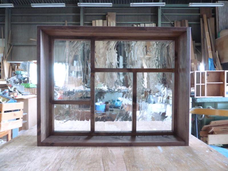 室内窓・FIX(オーダーメイド・変形格子・泡入りガラス)/okamoku