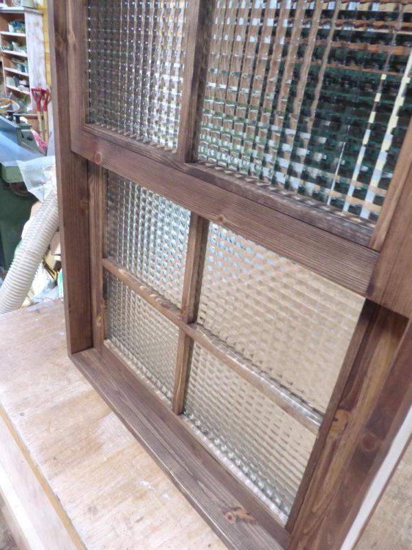 木製の電車窓・チェッカーガラス・十字格子