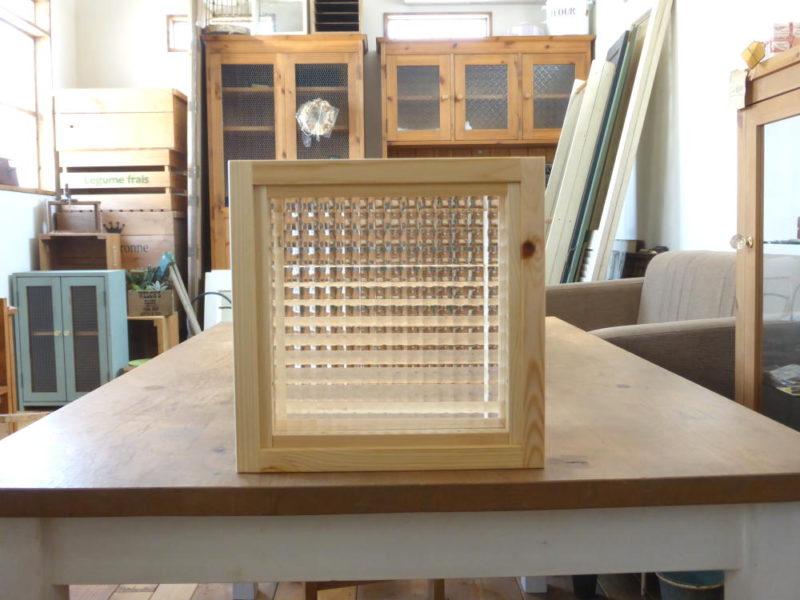 チェッカーガラスのFIX窓(外側正面)