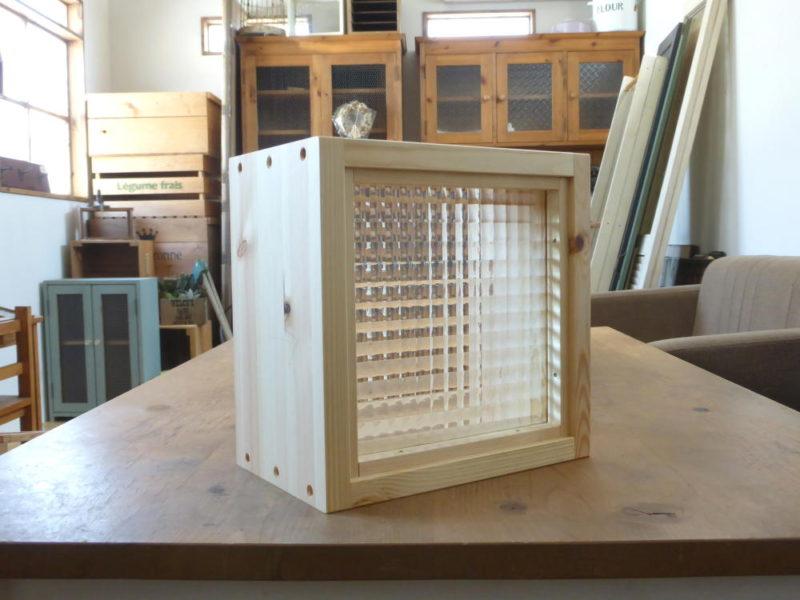 チェッカーガラスのFIX窓(外側斜め)