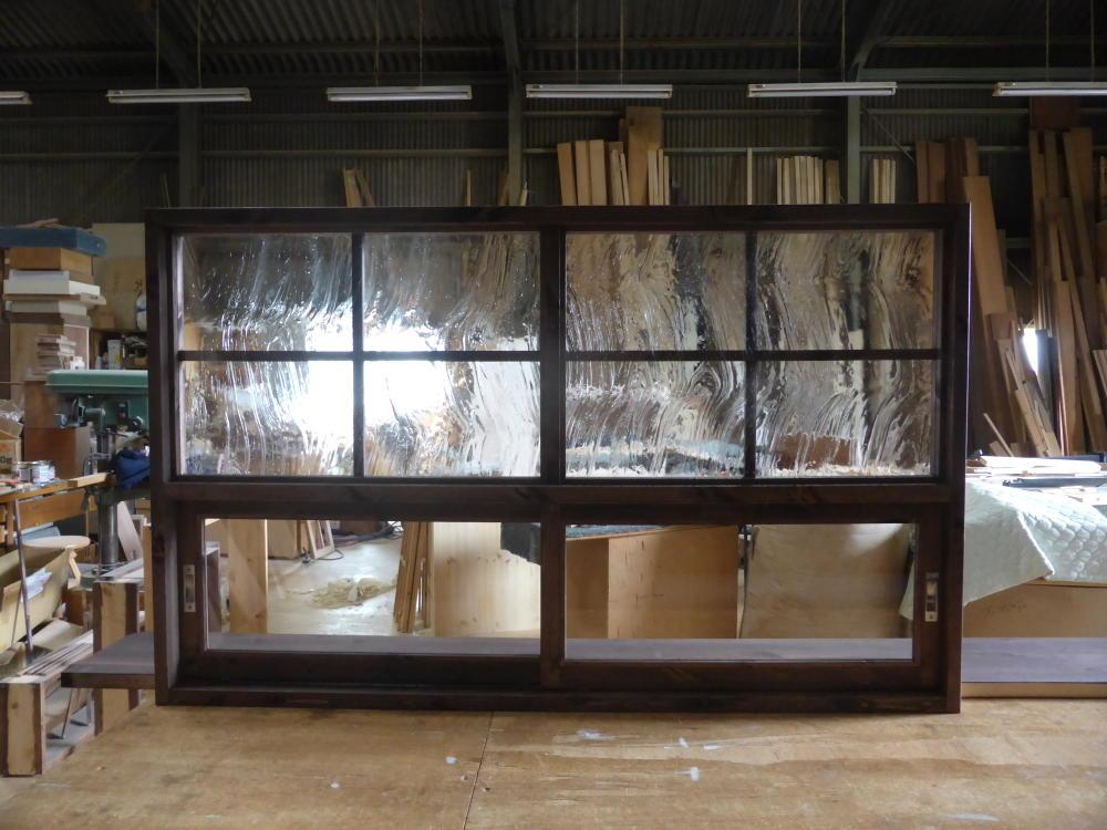 キッチン窓/上部FIX窓下部の引き違い窓