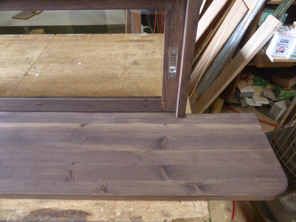 天板のコナーのR加工(カウンター天板一体型キッチン窓)