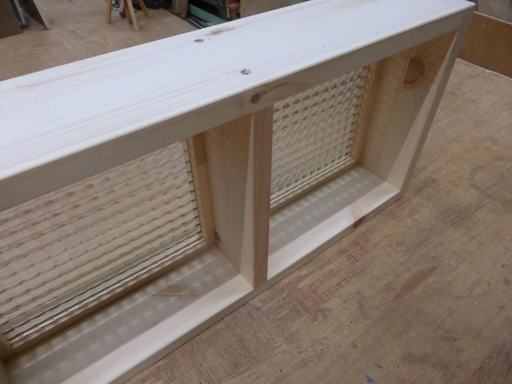 チェッカーガラスのFIX窓(内面斜め上部2)