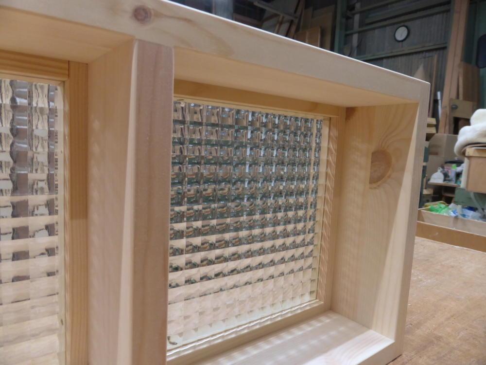 チェッカーガラスのFIX窓(内面詳細1)