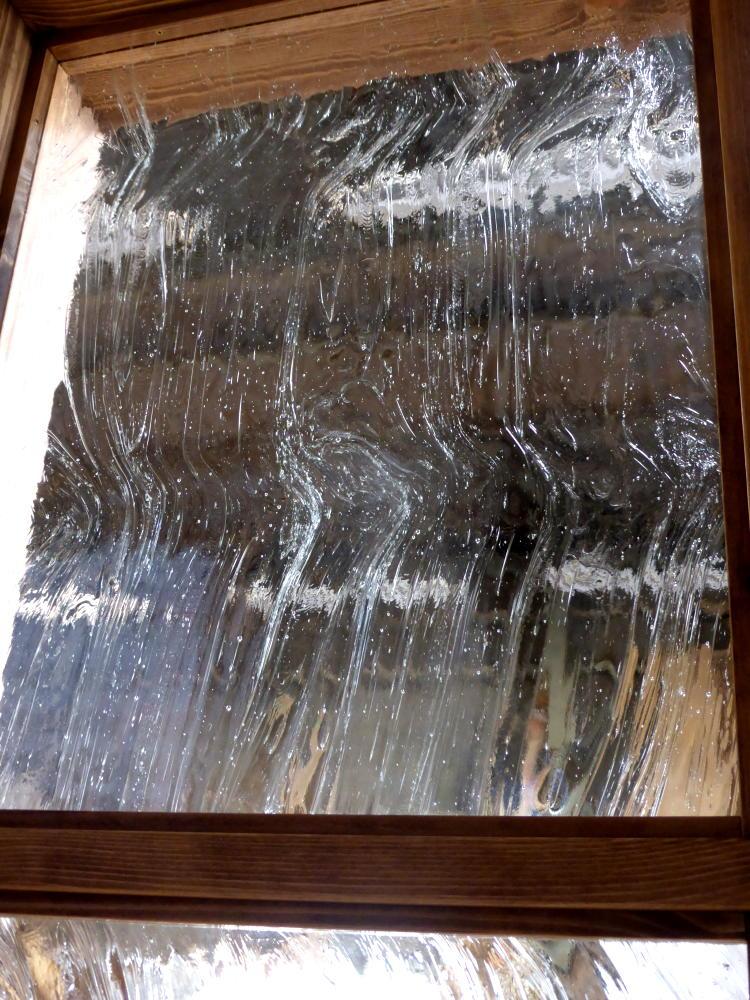 アンティーク調の泡入りガラス/okamoku