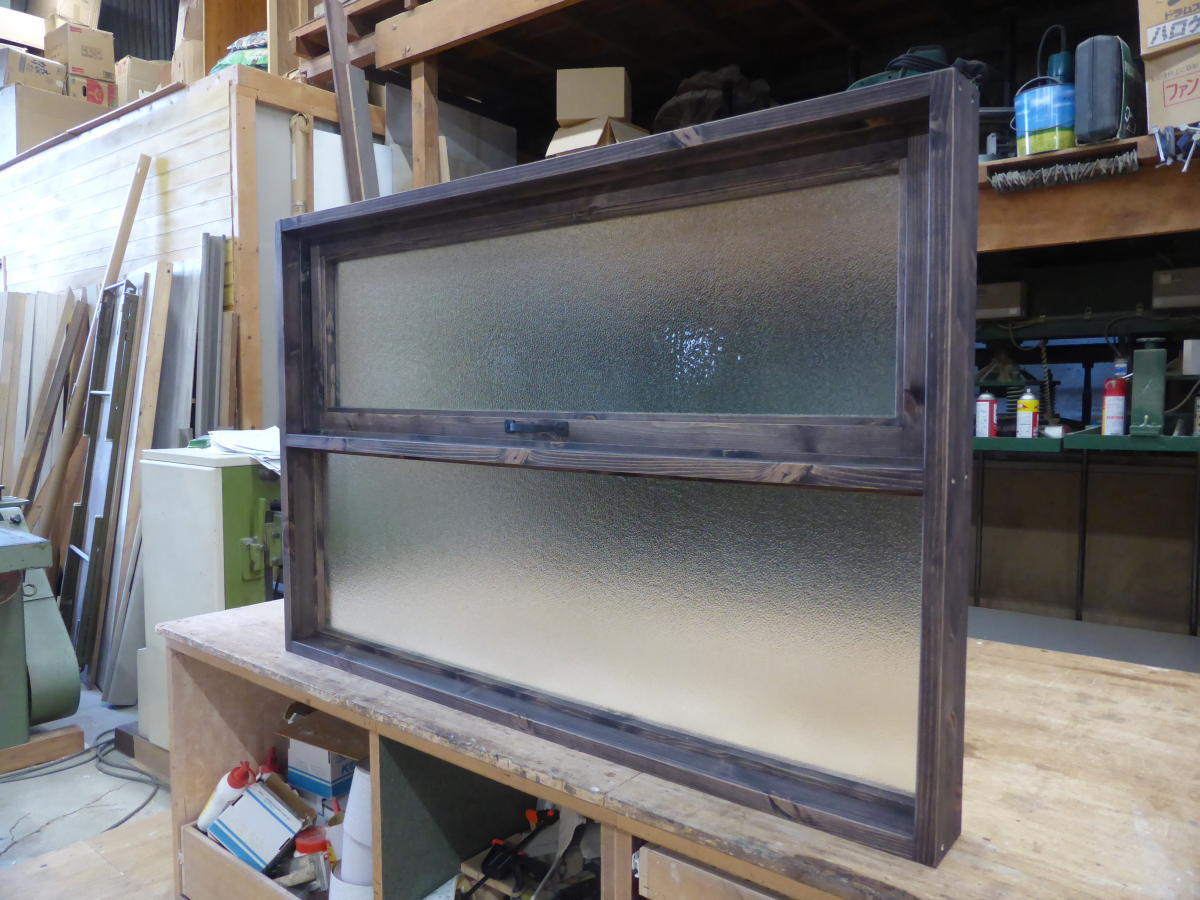 上部滑り出し&下部FIXの複合室内窓(内側斜め・閉時)