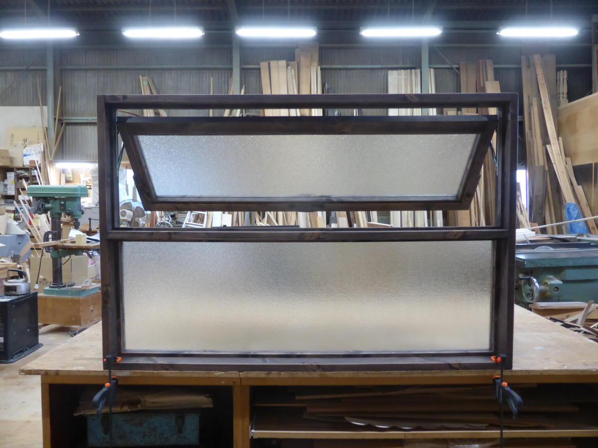 上部滑り出し&下部FIXの複合窓(内側正面・開時)
