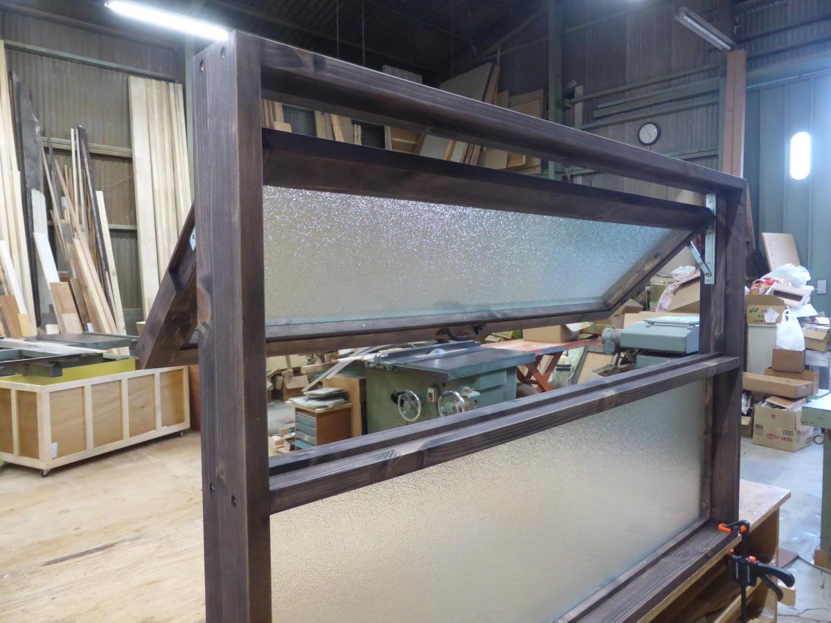 上部滑り出し&下部FIXの複合窓/okamoku