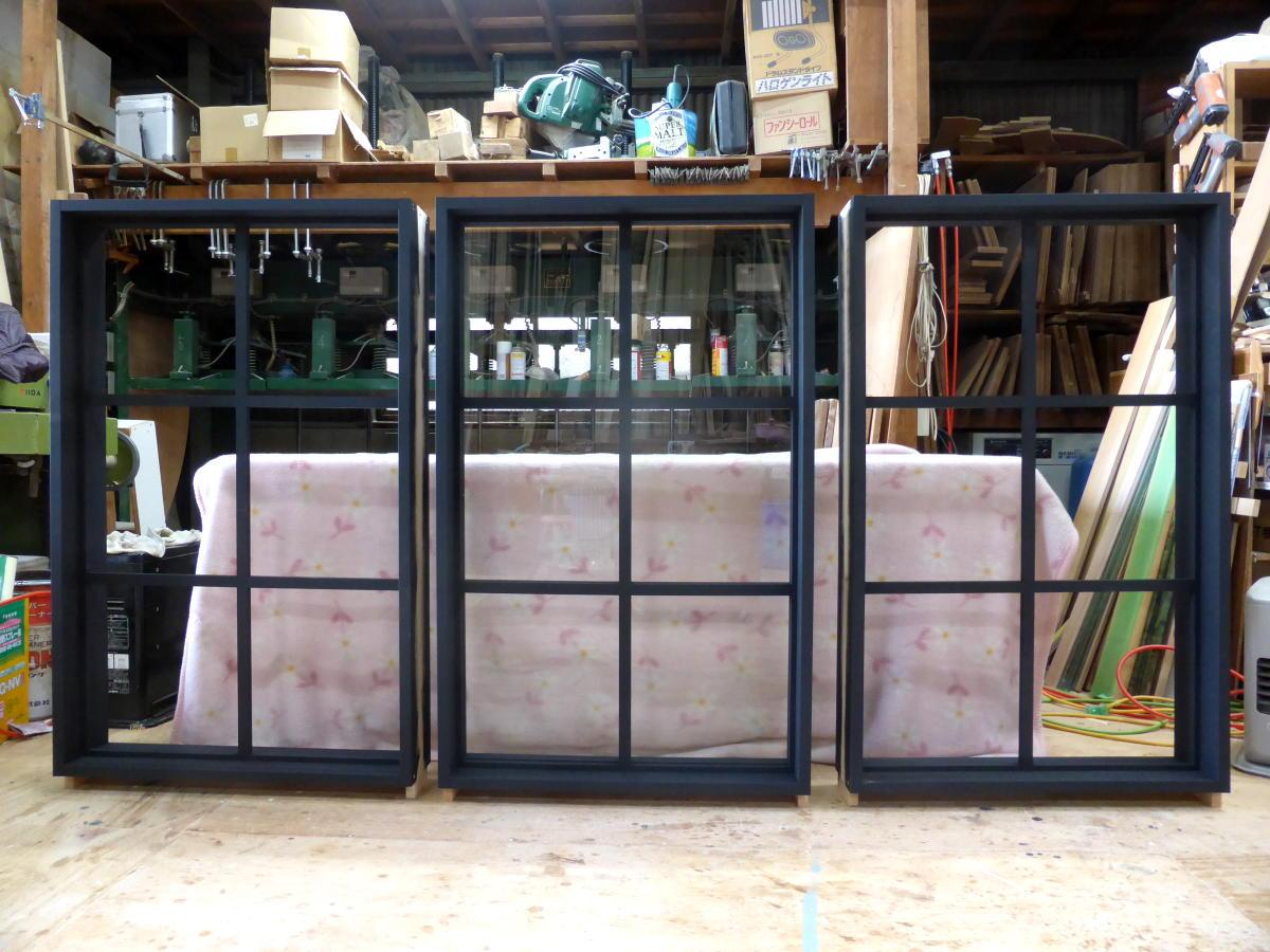 黒色塗りつぶし仕上げの室内窓・FIX(3台製作)