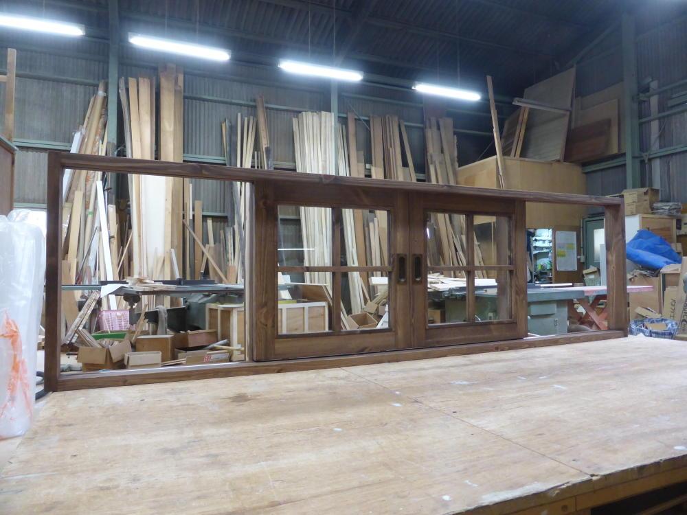 キッチン引き分け窓(外側斜めから)