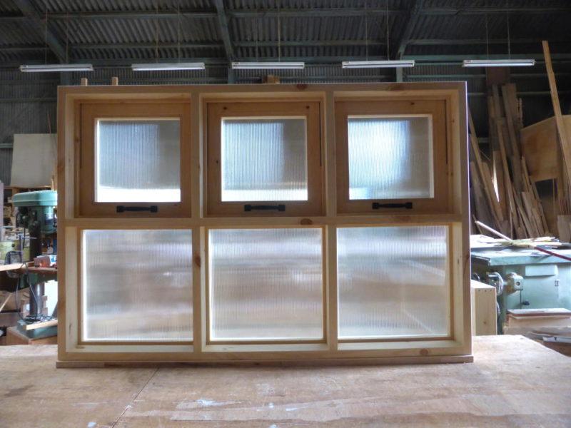 室内窓/上部滑り出し3連、下部FIX3連(内側正面・閉時)