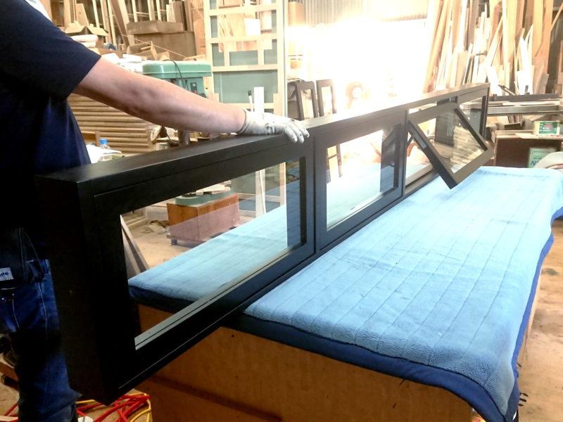 滑り出し室内窓4連(ウレタン塗装黒色塗りつぶし)