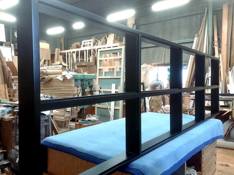 FIX室内窓8マス(ウレタン塗装黒色塗りつぶし)