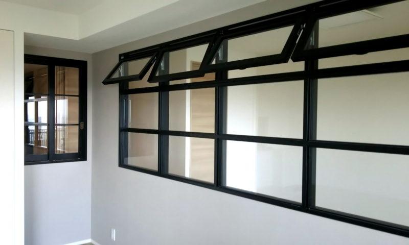 複合型室内窓、上段滑り出し中下段FIX(ウレタン塗装黒色塗りつぶし)