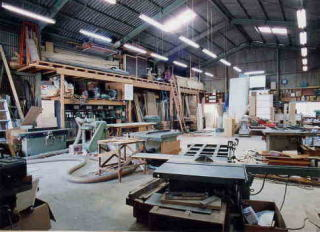 パイン家具工房 okamokuの工場内部